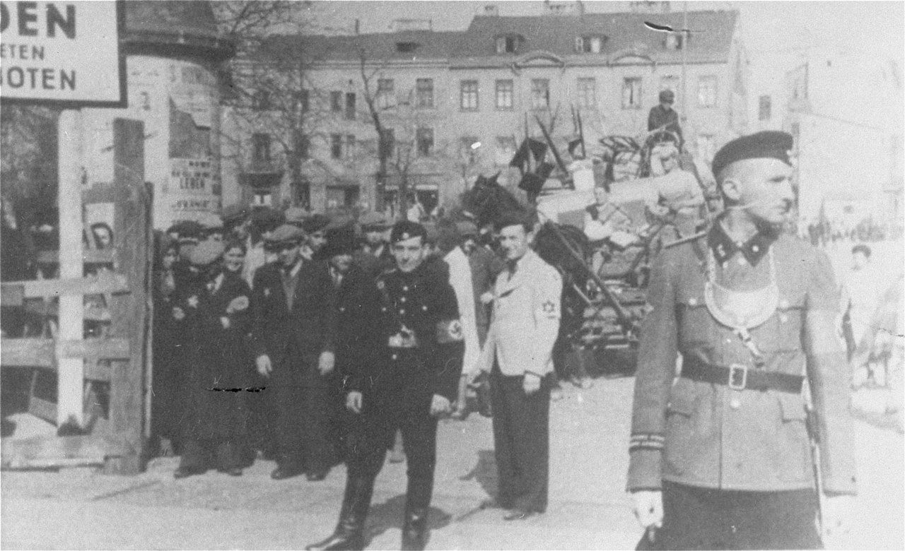 reserve police battalion 101 in the world war ii Christopher browning's book, ordinary men: reserve police battalion 101 and the final solution in poland, examines how ordinary men in reserve police battalion became such cruel.