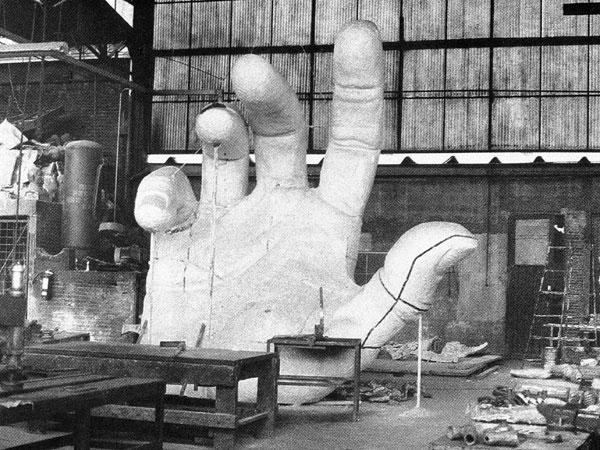 The hand is enlarged full-size in plaster. Mexico City, 1988.